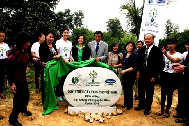 Quỹ 1 triệu cây xanh cho Việt Nam trồng cây tại khu mộ Đại tướng Võ Nguyên Giáp