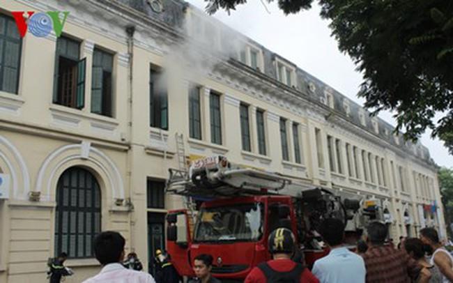Cháy ở Bưu điện Hà Nội bờ hồ Hoàn Kiếm