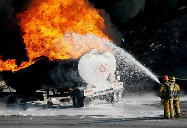 Xe chở dầu phát nổ ở Nam Sudan, hơn 100 người chết