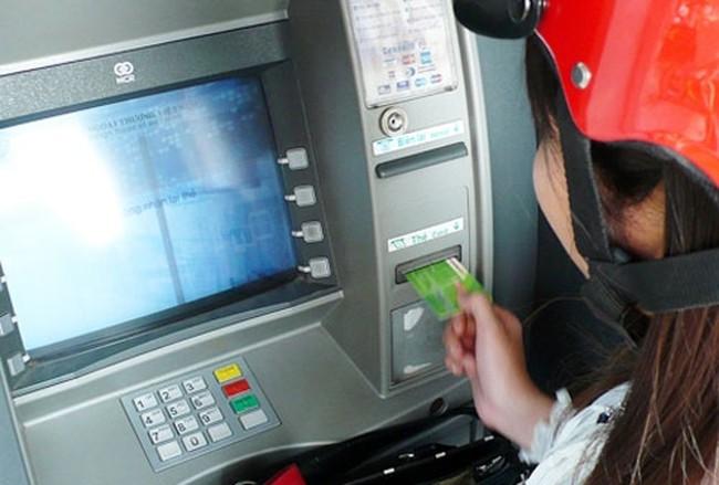 Hà Nội: Nhiều cây ATM hết tiền, trả tiền nhỏ giọt