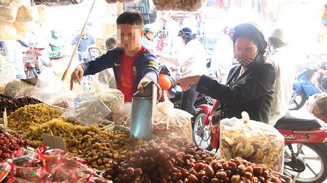 Tràn lan thực phẩm không nhãn mác