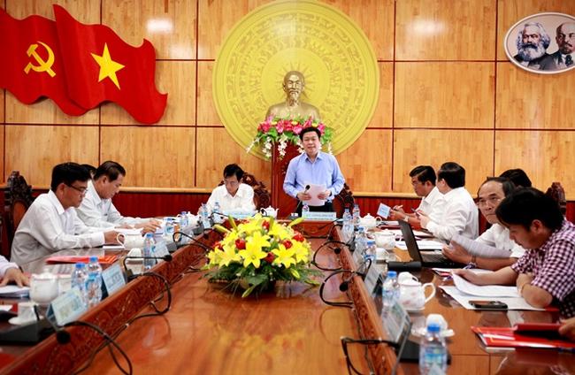 Trưởng Ban Kinh tế Trung ương làm việc với Tỉnh ủy Long An