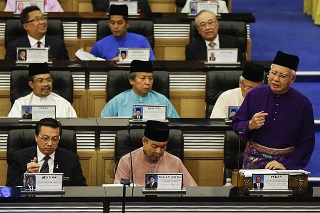 Malaysia tăng lương tối thiểu dù kinh tế đang khó khăn