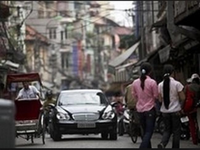 Financial Times: Ô tô nhập có thể tăng giá 12% vì thuế