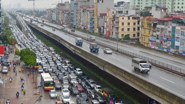 Tắc đường vì công trình giao thông bất hợp lý?