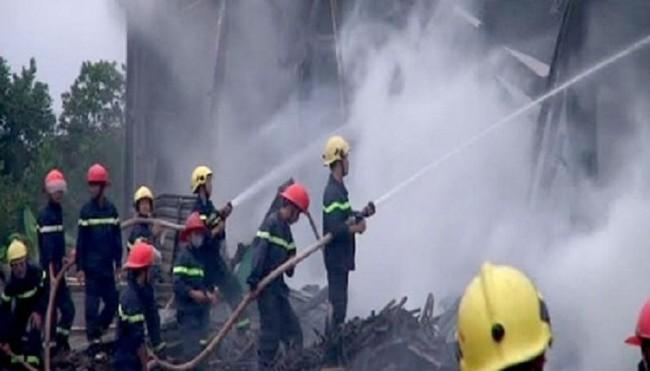 Cháy lớn kho chứa gỗ trong KCN Nam Đông Hà, Quảng Trị