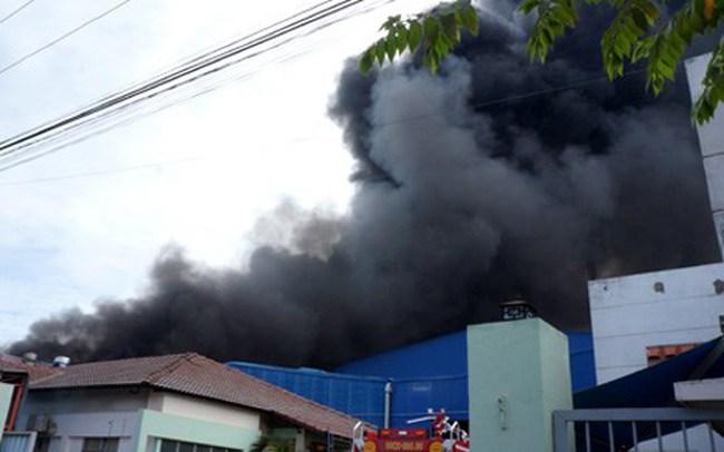 Cháy lớn tại khu công nghiệp Hoàng Gia