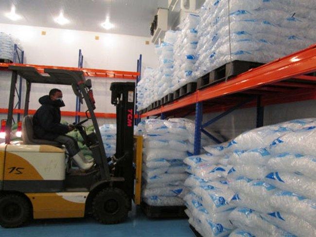 Nước đá bẩn từ sản xuất đến phân phối