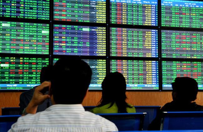 Cổ phiếu chứng khoán tăng mạnh, 2 sàn tăng/giảm trái chiều