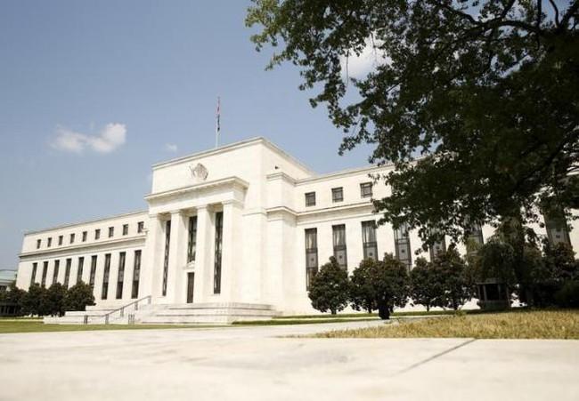 Các quan chức ngân hàng: FED không nên hoãn tăng lãi suất