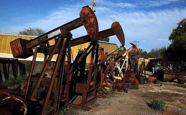 Nhiều tin xấu, giá dầu mất gần 6% trong tuần