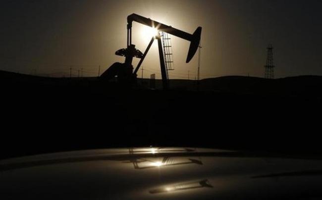 Rớt sâu, giá dầu lập đáy mới trong 6 năm rưỡi