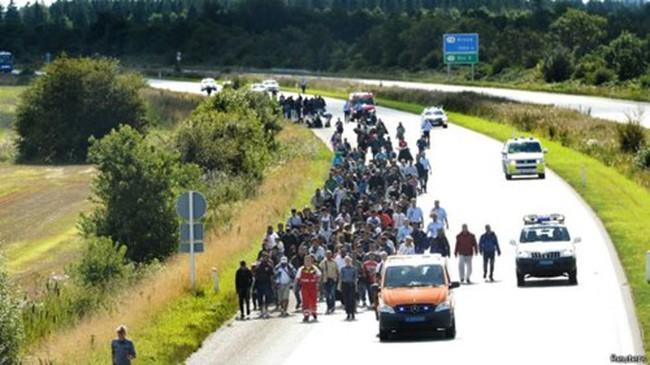Đan Mạch dừng tàu qua Đức vì sợ người tị nạn tràn qua