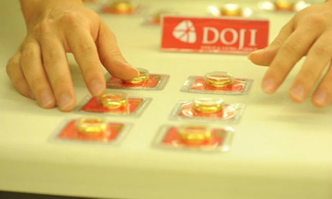 Giá vàng đột ngột tăng 600 nghìn đồng/lượng sau tin nâng biên độ tỷ giá