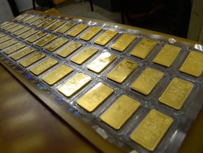 Đầu tuần, các doanh nghiệp giảm giá bán vàng