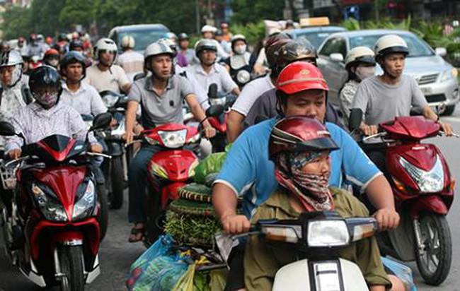 """""""Băn khoăn"""" dừng thu phí xe máy: Chính phủ lên tiếng"""