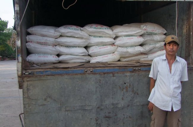 Chênh lệch giá cao, đường nhập lậu ồ ạt về Việt Nam