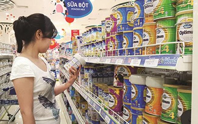 Giá sữa chây ỳ khiến người tiêu dùng bức xúc