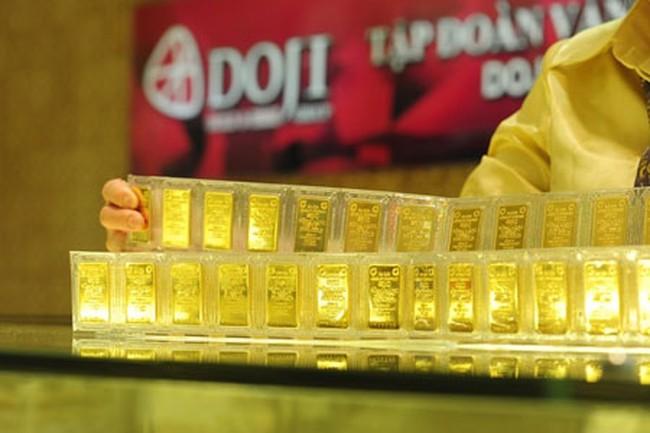 Giá vàng trong nước đắt hơn thế giới gần 3,7 triệu đồng/lượng