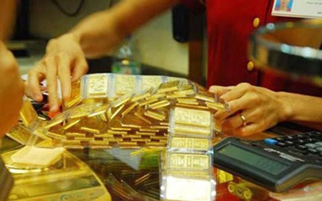 """Vàng thế giới lên cao nhất gần 4 tháng, vàng trong nước vẫn """"đủng đỉnh"""""""