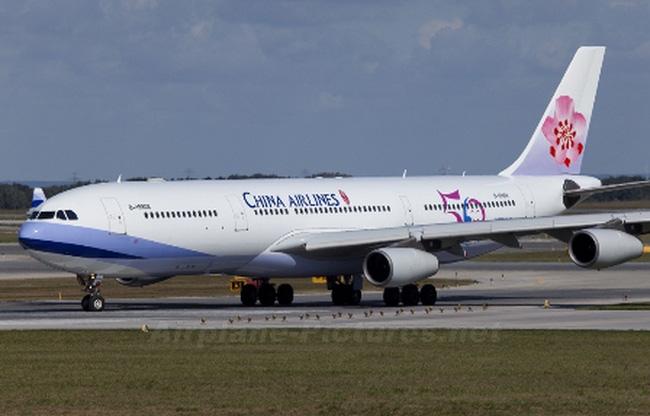 Lập tổ điều tra vụ việc xe hành lý va chạm với máy bay tại Tân Sơn Nhất