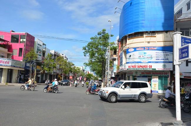 """Đà Nẵng """"thay áo"""" đường phố"""