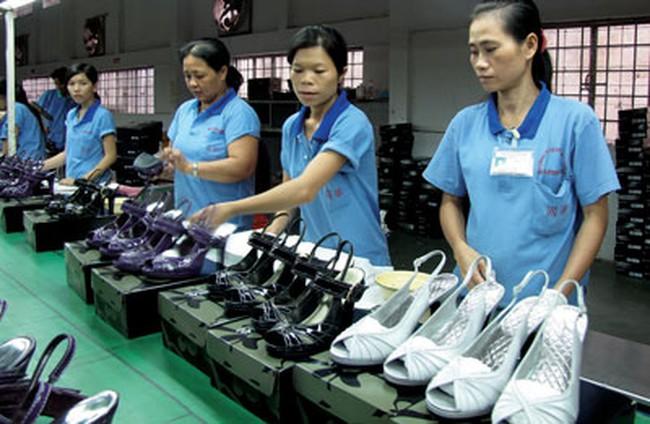 """Việt Nam sắp thành """"công xưởng"""" giày dép của thế giới?"""