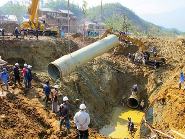 """Sự cố đường ống nước sông Đà: """"Sẽ còn vỡ vài lần nữa"""""""