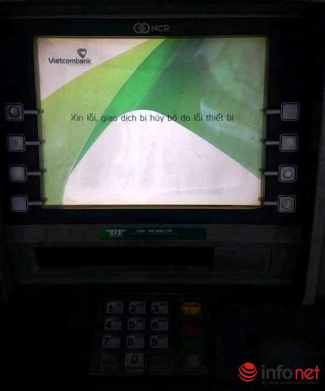 """ATM bất động, ngân hàng """"cạn tiền"""" ngày cuối năm"""