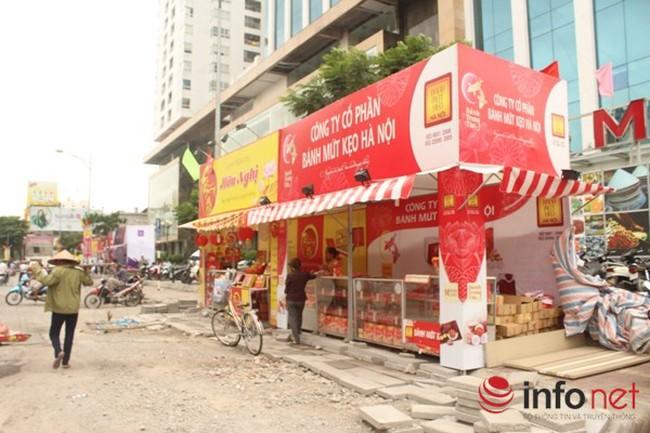 Biến vỉa hè làm nơi kinh doanh bánh trung thu: Chính quyền sở tại nói gì?