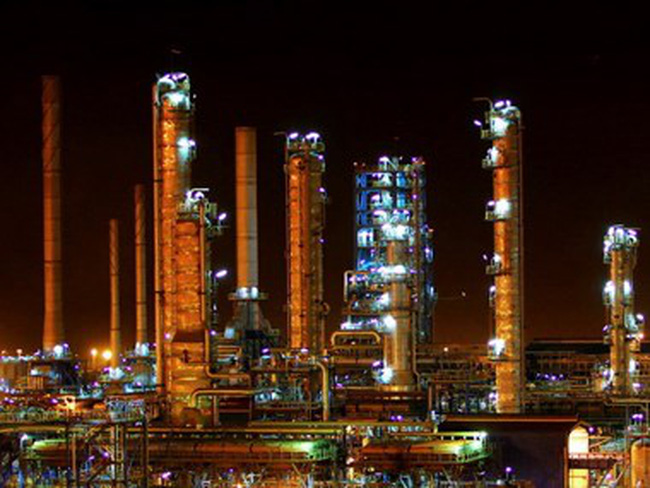 Iran đang tích trữ ít nhất 30 triệu thùng dầu ở ngoài khơi