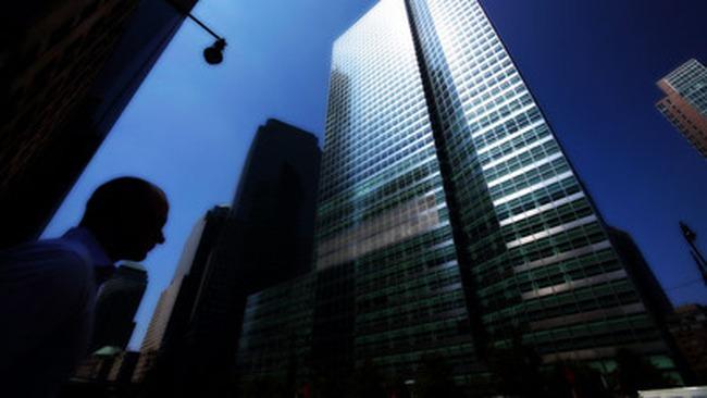 Goldman Sachs, JPMorgan sa thải 30 nhân viên vì gian lận