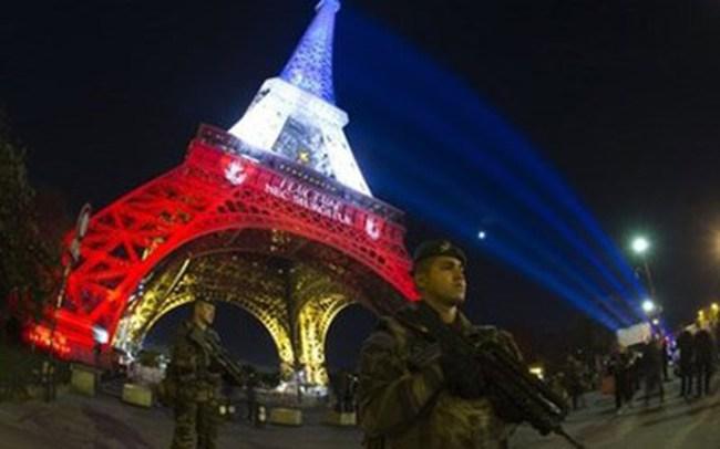 Thảm kịch khủng bố ở Paris: Kinh tế Pháp có thể thiệt hại 2 tỷ Euro