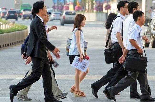 """Văn hóa làm việc """"nồi áp suất"""" tại Hàn Quốc"""