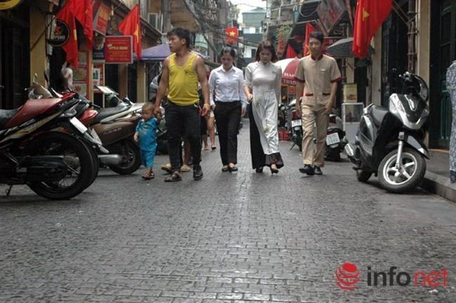 Hà Nội yêu cầu dừng lát đá mặt đường phố cổ