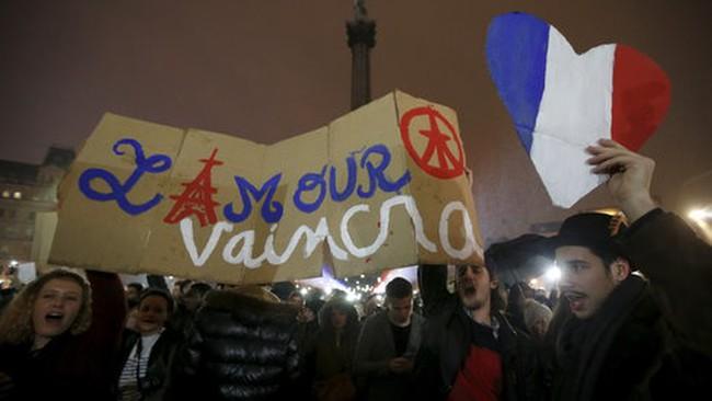 Pháp bắt giữ cha và anh trai kẻ khủng bố
