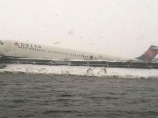 Mỹ: Máy bay chở 125 hành khách bị trật khỏi đường băng