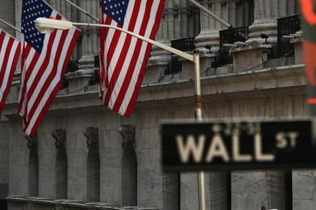 Tiền rút khỏi phố Wall mạnh nhất hơn 20 năm