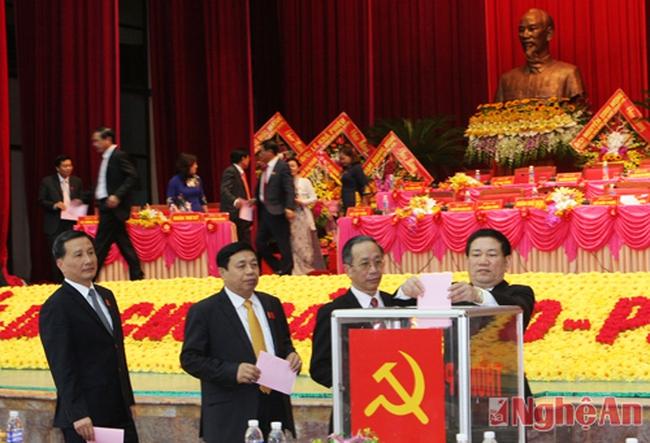 Nghệ An bầu 71 đồng chí vào BCH khóa XVIII