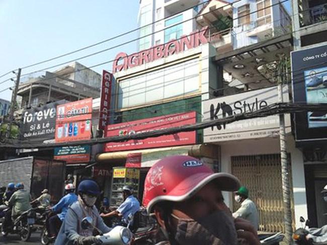 Việt kiều tố gửi ngân hàng 400 ngàn euro nhưng... không rút được