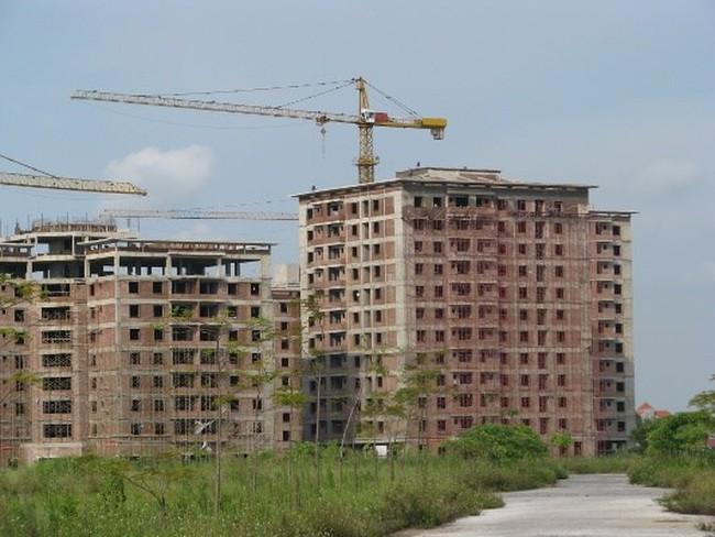 """Nhiều dự án """"bán mình"""", nguồn cung nhà đất tăng mạnh"""