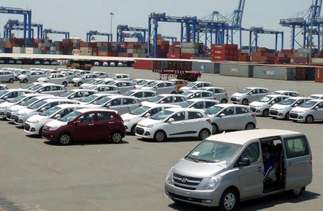 Ồ ạt nhập ô tô, ngành hải quan tăng tốc thu ngân sách