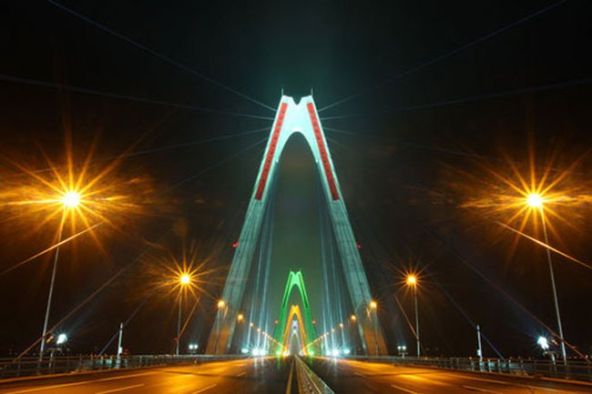 Cấm phương tiện lưu thông qua cầu Nhật Tân đêm Giao thừa