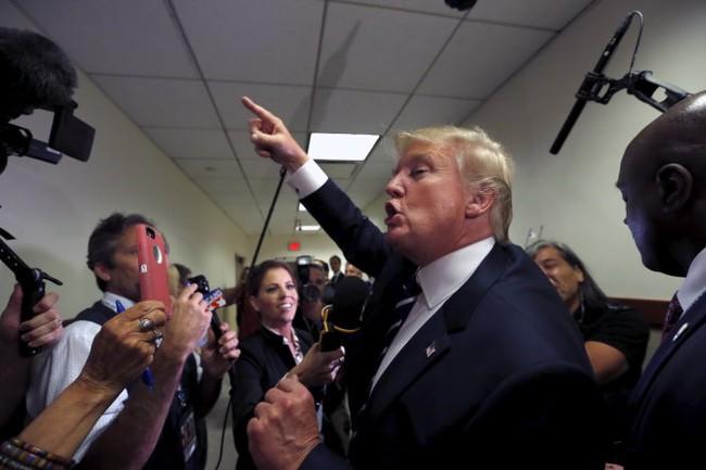 Tỉ phú Donald Trump bị tố phân biệt chủng tộc