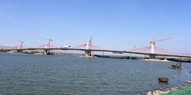 Hợp long cầu An Đông nối hai bờ sông Dinh