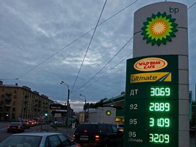 """Lợi nhuận của """"người khổng lồ"""" BP giảm mạnh do giá dầu lao dốc"""