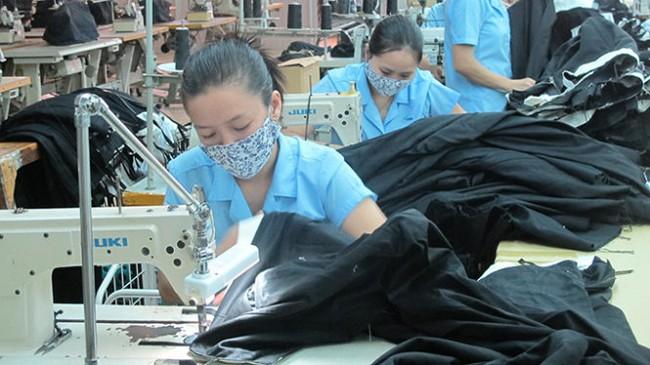 USD tăng giá đột ngột, xuất khẩu Việt Nam tự cứu mình