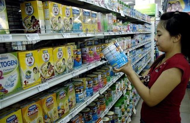 Giá sữa không chỉ phụ thuộc nguyên liệu nước ngoài