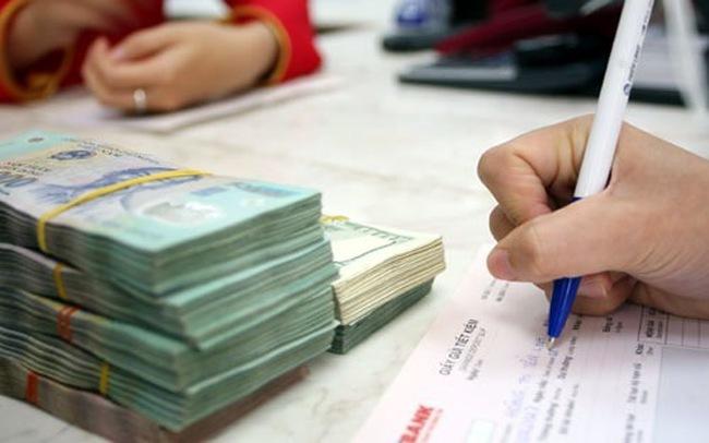 Sau điều chỉnh tỷ giá, ngân hàng đồng loạt tăng lãi suất