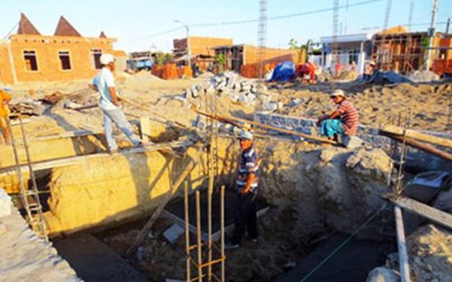 Dân không dám làm nhà ở khu tái định cư vì cứ xây là lún, nứt